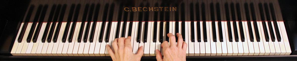 Klavierspielen lernen auf einem Bechstein- Flügel? Nicht jeder kann das, aber es gibt auch preisgünstige Alternativen!